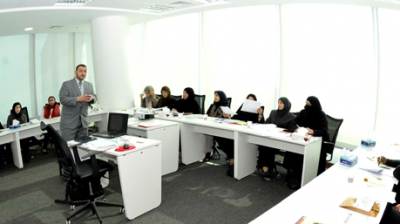 عقد دورات متخصصة في مجال استطلاعات الرأي، حيث يعقد المركز سنويا دورات مميزة في العالم العربي، في عدة دول عربية وغير عربية.