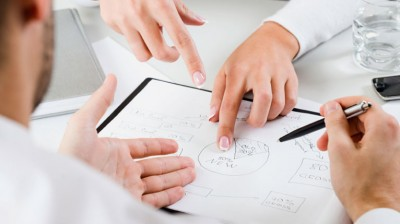 تقديم الاستشارات والتصورات الخاصة بتأسيس مراكز استطلاعات رأي في الجامعات، و وسائل الإعلام، والمؤسسات والمنظمات الحكومية والخاصة، والقطاع غير الربحي.
